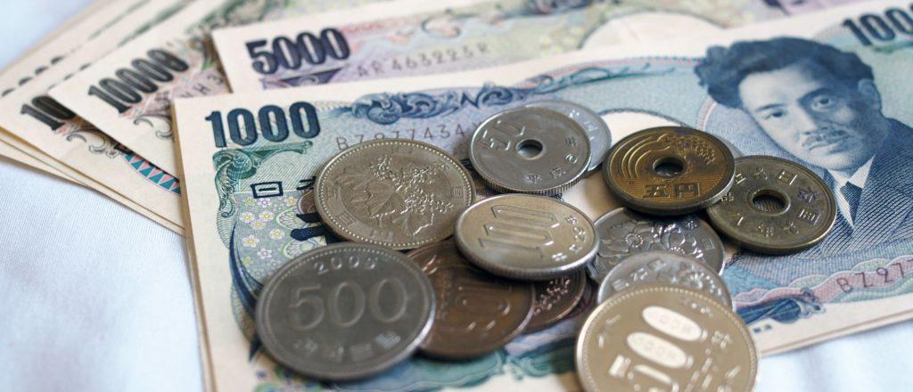 千円札と小銭